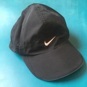 Nike Feather Lite Aerobill Black Cap